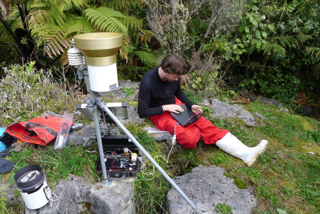 Data collection at the Wapuna Cave meteo station.